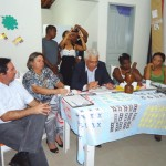 Tcnicos da Suest reunidos com representantes da comunidade quilombola em Parelhas/RN (Foto: Suest/RN)
