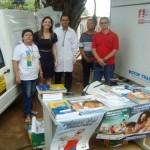 Renata Silva e Souza (2ª à esquerda) ao lado de outros profissionais da Funasa na feira (Foto: Suest/AC)