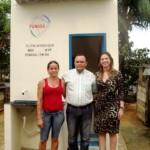Marliz de Almeida (à esq.), uma das beneficiárias, com o prefeito e Renata Souza (Foto: Funasa/AC)