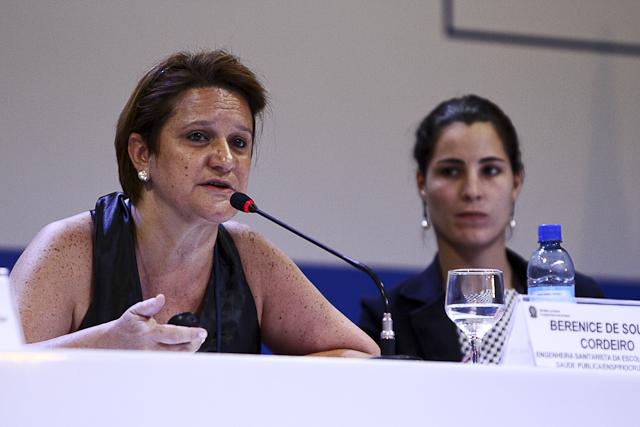 Berenice defende extinção da taxa para famílias de baixa renda (Foto: Thiago Santos)
