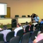 Foto: Suest/ MS - Suest Palestra sobre o PMSB foi apresentada pelo servidor Bento Machado na reunião realizada na Câmara Municipal.