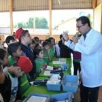 Foto: Suest/MS - Técnico da Funasa palestrando sobre água aos alunos.