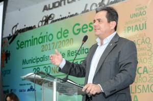 Henrique Pires palestra sobre desafios do saneamento básico no Brasil - Foto: Edmar Chaperman
